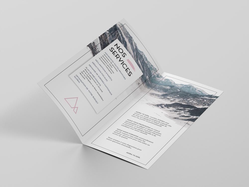 Flyer 2 volets. Format allongé. Mise en page. InDesign. Page intérieur. Photographie et typographie