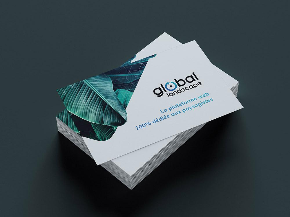 Carte de visite standard. Impression en 3 couleurs : vert, bleu et noir. Plante et lanscape. Logo et typographie. Mockup Recto de la carte.