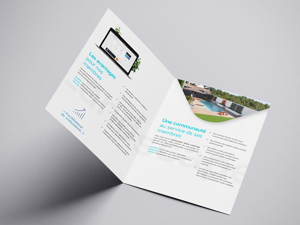 Une plaquette ouverte sur les pages intérieur. Une photo de piscine avec du gazon synthétique. Explication du concept de global landscape.